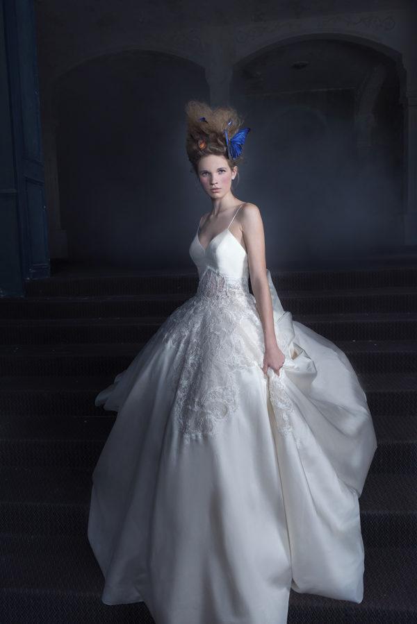 httpsapi.esposacouture.comcontentuploadsCampaignYlay-Esposacouture-2020-Bridal-Wedding-Dress-1
