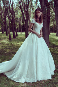 httpsapi.esposacouture.comcontentuploadsCollectionPicture106Ball-Gown-Wedding-Dress-Plume-by-Esposa-Odette-1