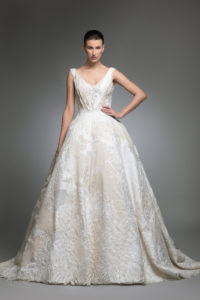 httpsapi.esposacouture.comcontentuploadsCollectionPicture134Yancy-esposacouture-Kristie-romanos-Wedding-1