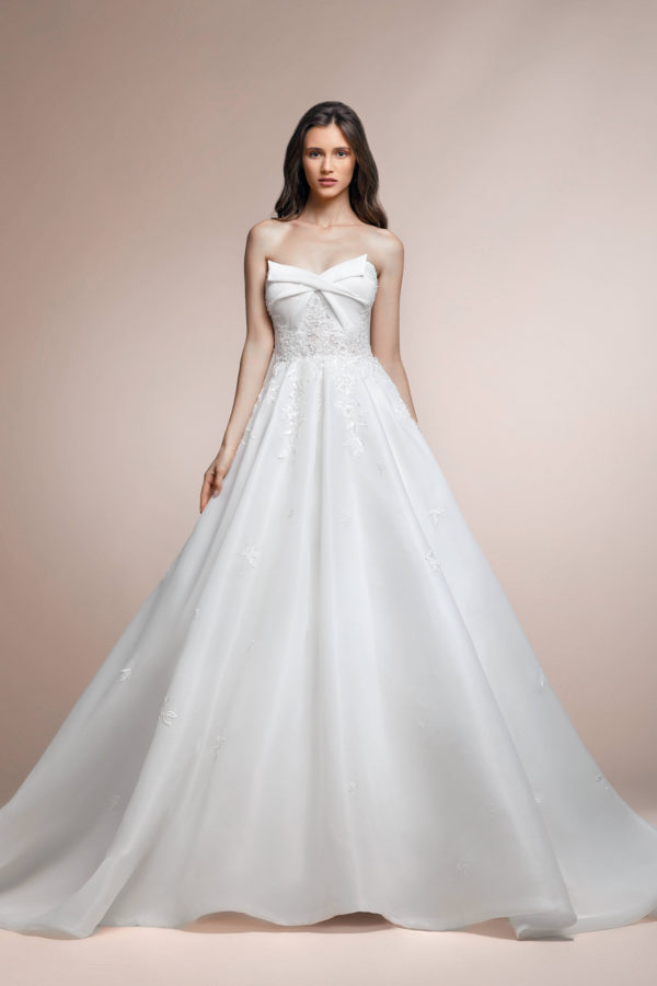 httpsapi.esposacouture.comcontentuploadsCollectionPicture151Palmera-Plume-by-Esposa-Wedding1