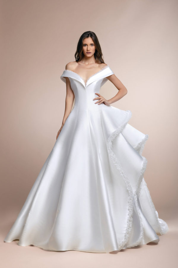 httpsapi.esposacouture.comcontentuploadsCollectionPicture359Pascual-Plume-by-Esposa-Wedding1