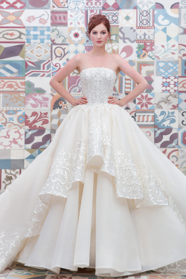 httpsapi.esposacouture.comcontentuploadsCollectionPicture414Ball-Gown-Wedding-Dress-Plume-by-Esposa-Elicanta-1