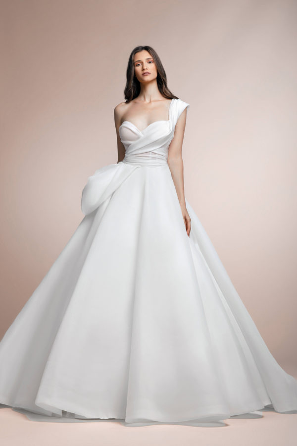 httpsapi.esposacouture.comcontentuploadsCollectionPicture506Pionny-Plume-by-Esposa-Wedding1