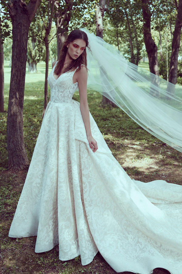 httpsapi.esposacouture.comcontentuploadsCollectionPicture578A-Line-Wedding-Dress-Plume-by-Esposa-Omeya-1