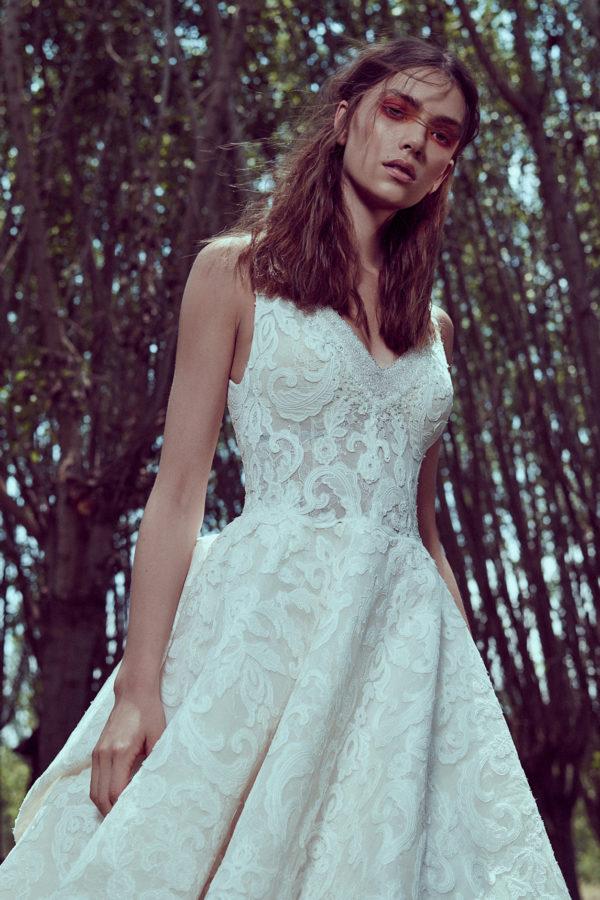 httpsapi.esposacouture.comcontentuploadsCollectionPictureA-Line-Wedding-Dress-Plume-by-Esposa-Omeya-2