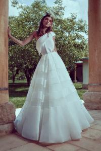 httpsapi.esposacouture.comcontentuploadsCollectionPictureA-Line-Wedding-Dress-Plume-by-Esposa-Oursoula-1