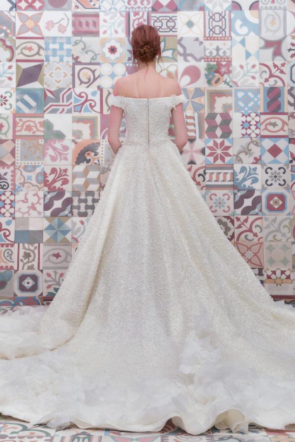 httpsapi.esposacouture.comcontentuploadsCollectionPictureBall-Gown-Wedding-Dress-Plume-by-Esposa-Elana-2