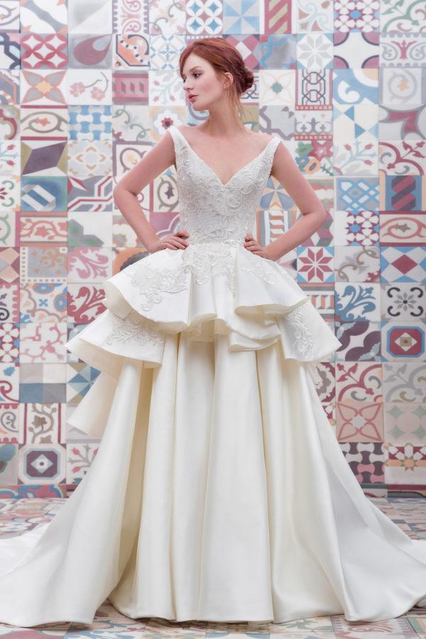 httpsapi.esposacouture.comcontentuploadsCollectionPictureBall-Gown-Wedding-Dress-Plume-by-Esposa-Elanoy-1