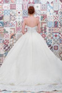 httpsapi.esposacouture.comcontentuploadsCollectionPictureBall-Gown-Wedding-Dress-Plume-by-Esposa-Elicanta-2