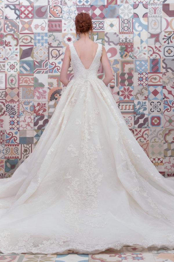 httpsapi.esposacouture.comcontentuploadsCollectionPictureBall-Gown-Wedding-Dress-Plume-by-Esposa-Emerald-2