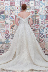 httpsapi.esposacouture.comcontentuploadsCollectionPictureBall-Gown-Wedding-Dress-Plume-by-Esposa-Epalinas-2