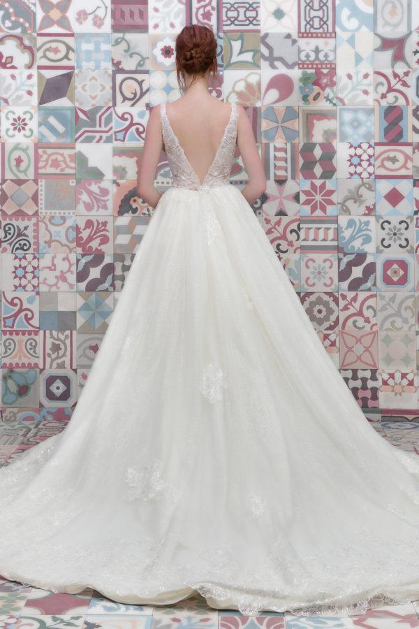 httpsapi.esposacouture.comcontentuploadsCollectionPictureBall-Gown-Wedding-Dress-Plume-by-Esposa-Evanka-2