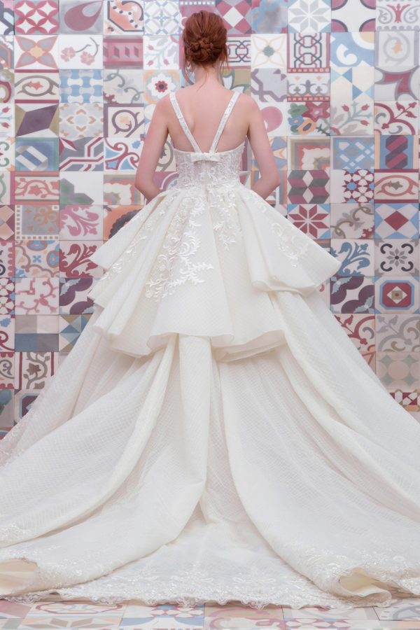 httpsapi.esposacouture.comcontentuploadsCollectionPictureBall-Gown-Wedding-Dress-Plume-by-Esposa-Everen-2