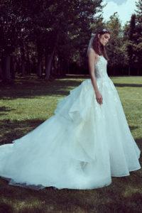 httpsapi.esposacouture.comcontentuploadsCollectionPictureBall-Gown-Wedding-Dress-Plume-by-Esposa-Olana-1