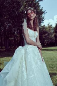 httpsapi.esposacouture.comcontentuploadsCollectionPictureBall-Gown-Wedding-Dress-Plume-by-Esposa-Olana-2