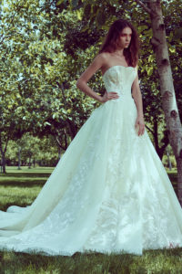 httpsapi.esposacouture.comcontentuploadsCollectionPictureBall-Gown-Wedding-Dress-Plume-by-Esposa-Oley-1