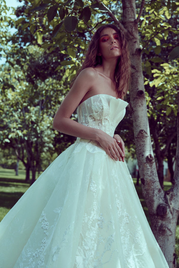 httpsapi.esposacouture.comcontentuploadsCollectionPictureBall-Gown-Wedding-Dress-Plume-by-Esposa-Oley-2