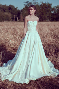 httpsapi.esposacouture.comcontentuploadsCollectionPictureBall-Gown-Wedding-Dress-Plume-by-Esposa-Olga-1