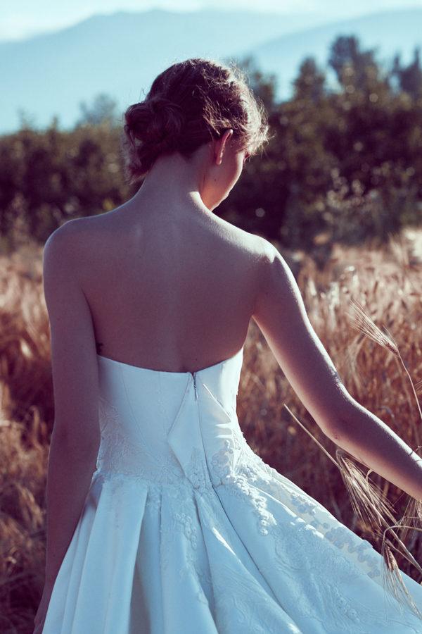 httpsapi.esposacouture.comcontentuploadsCollectionPictureBall-Gown-Wedding-Dress-Plume-by-Esposa-Olga-3