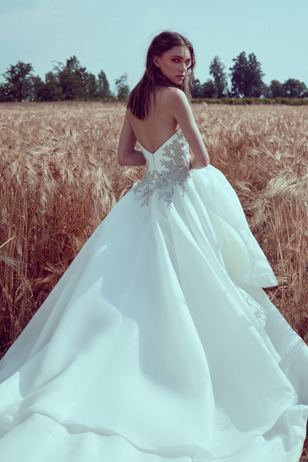 httpsapi.esposacouture.comcontentuploadsCollectionPictureBall-Gown-Wedding-Dress-Plume-by-Esposa-Opus-3