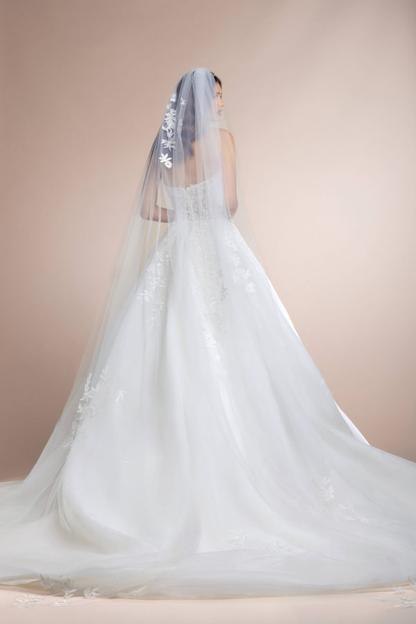 httpsapi.esposacouture.comcontentuploadsCollectionPicturePalmera-Plume-by-Esposa-Wedding3