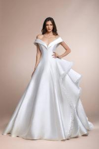 httpsapi.esposacouture.comcontentuploadsCollectionPicturePascual-Plume-by-Esposa-Wedding1