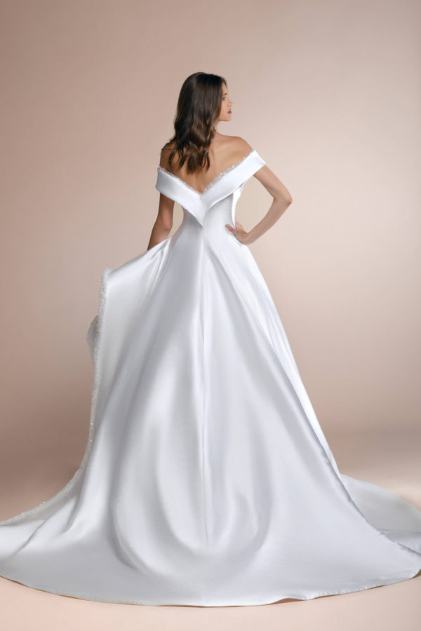 httpsapi.esposacouture.comcontentuploadsCollectionPicturePascual-Plume-by-Esposa-Wedding2