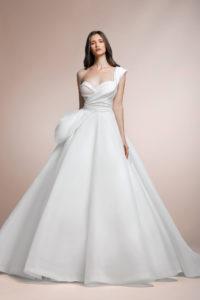 httpsapi.esposacouture.comcontentuploadsCollectionPicturePionny-Plume-by-Esposa-Wedding1