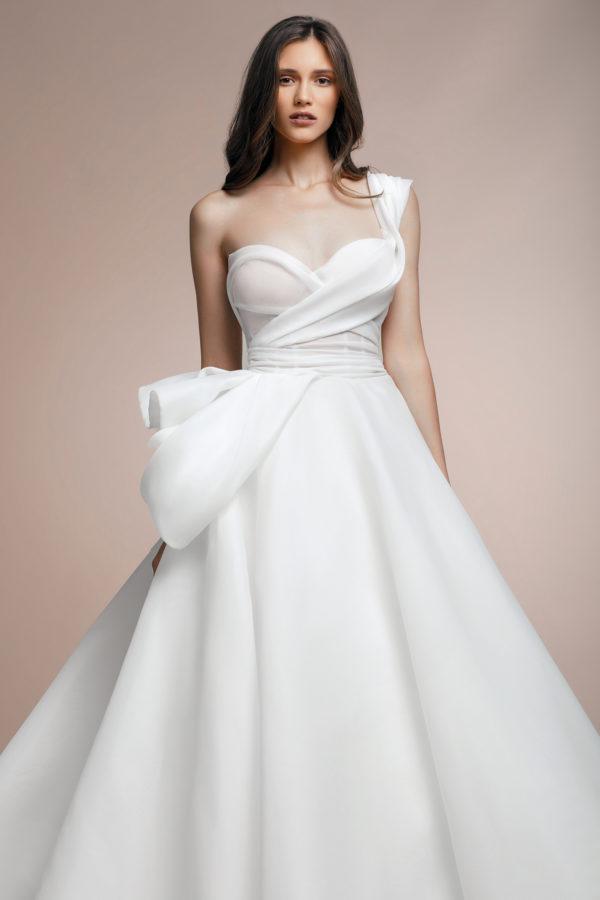 httpsapi.esposacouture.comcontentuploadsCollectionPicturePionny-Plume-by-Esposa-Wedding2