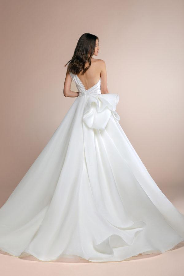httpsapi.esposacouture.comcontentuploadsCollectionPicturePionny-Plume-by-Esposa-Wedding3
