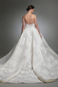 httpsapi.esposacouture.comcontentuploadsCollectionPictureYameen-esposacouture-Kristie-romanos-Wedding-2