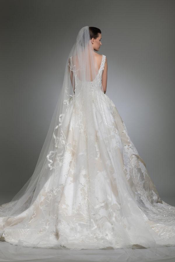 httpsapi.esposacouture.comcontentuploadsCollectionPictureYancy-esposacouture-Kristie-romanos-Wedding-2