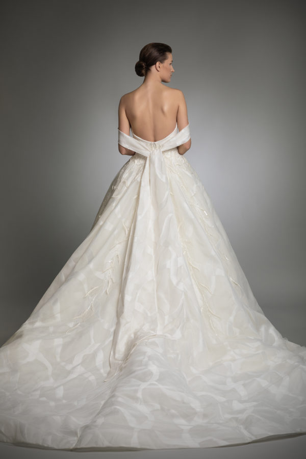 httpsapi.esposacouture.comcontentuploadsCollectionPictureYara-esposacouture-Kristie-romanos-Wedding-2
