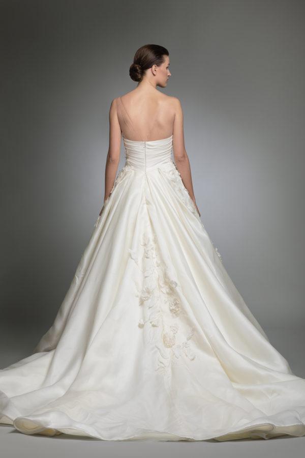 httpsapi.esposacouture.comcontentuploadsCollectionPictureYashel-esposacouture-Kristie-romanos-Wedding-2
