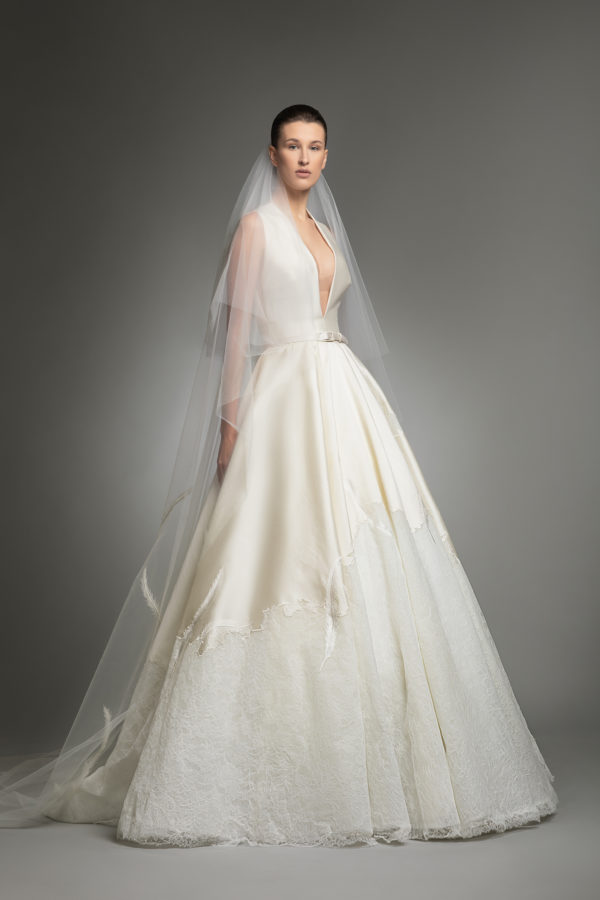 httpsapi.esposacouture.comcontentuploadsCollectionPictureYve-esposacouture-Kristie-romanos-Wedding-2