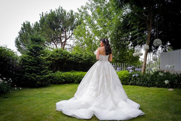 httpsapi.esposacouture.comcontentuploadsLoveStoryJoy-wedding-dress-esposacouture-esposa-prive2-2