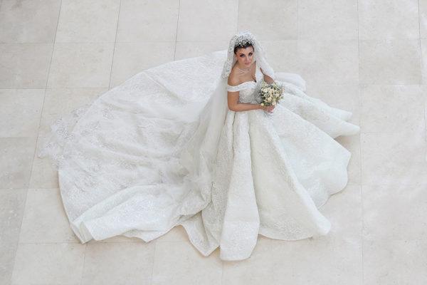 httpsapi.esposacouture.comcontentuploadsLoveStoryMireille-Semaan-Esposacouture-Esposa-Prive-Wedding-Dress2-2