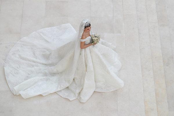 httpsapi.esposacouture.comcontentuploadsLoveStoryMireille-Semaan-Esposacouture-Esposa-Prive-Wedding-Dress3-2