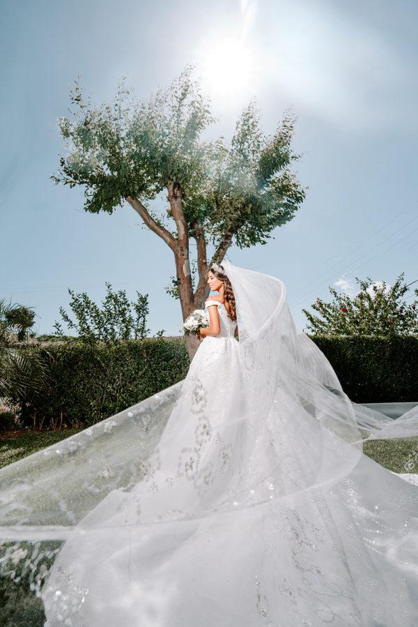 httpsapi.esposacouture.comcontentuploadsLoveStoryTania-Salem-Esposacouture-Wedding-dress3-2