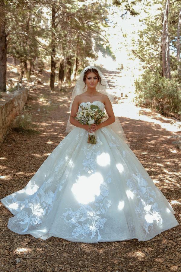 httpsapi.esposacouture.comcontentuploadsLoveStoryhiba-jammoul-esposa-bride2