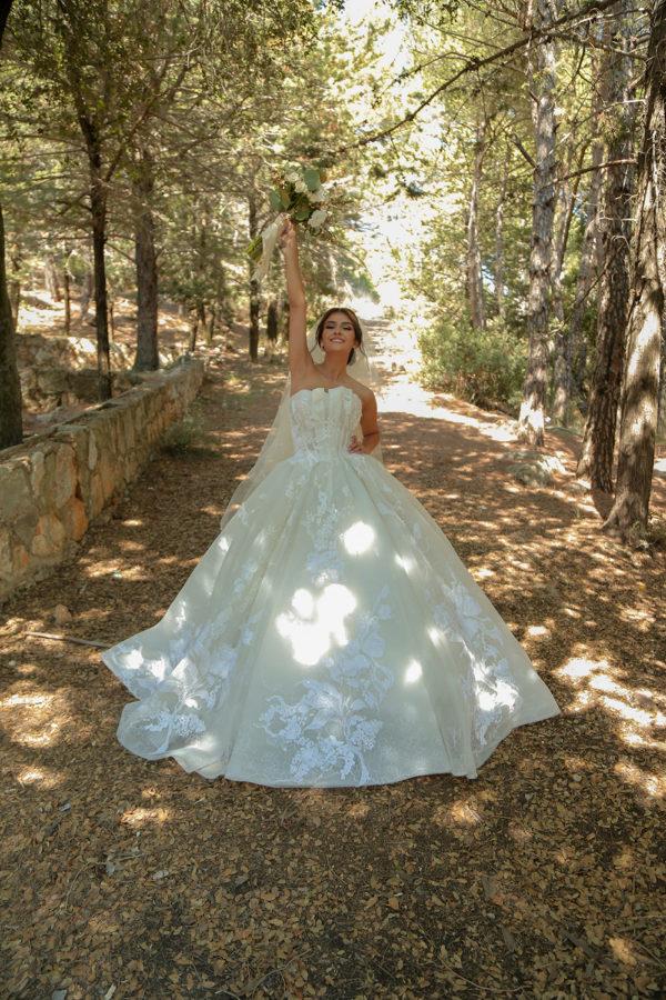 httpsapi.esposacouture.comcontentuploadsLoveStoryhiba-jammoul-esposa-bride3