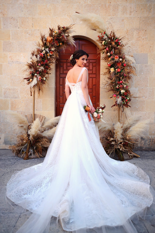 httpsapi.esposacouture.comcontentuploadsLoveStorynicole-elia-bride-esposa2