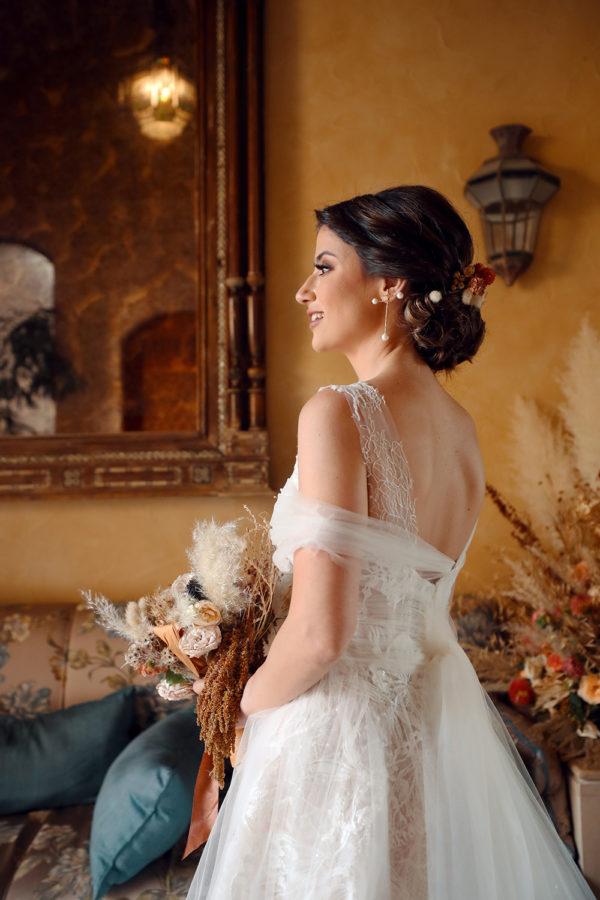 httpsapi.esposacouture.comcontentuploadsLoveStorynicole-elia-bride-esposa4-2