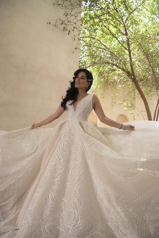 httpsapi.esposacouture.comcontentuploadsNewsmona-kattan-wedding-dress-esposa-prive4